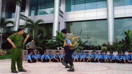 Tiến hành tổ chức công tác huấn luyện nghiệp vụ bảo vệ