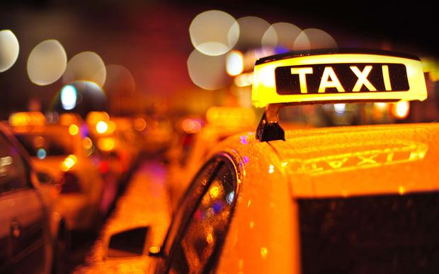 làm gì khi đi taxi một mình vào ban đêm